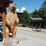Une des nombreuses statues du village