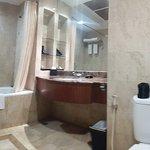Kamar mandi + bathtub + shower