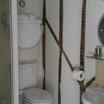kuschlige Dusche/WC mit Shampoo, Seife und Lotion