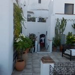 Terraza y acceso a algunas de sus habitaciones