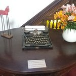 Tienen adornos muy bonitos esta mesa fue testigo del Tratado de Ancon entre Chile y Peru