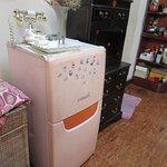 お部屋の外に冷蔵庫を発見。多分共用で使えるはず。