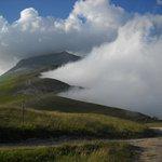 la nebbia nella piana di catelluccio