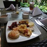 Breakfast with local flavour and a rainforest ambience!