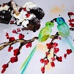 Brownie con helado de coco. El dibujo también es comestible.