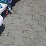 suelo de la piscina (sobre las 13:00)