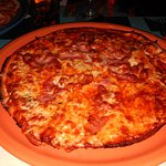 Pizza boloñesa con bacon