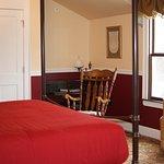 305 - Canopy Room (ADA)