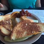 Kids grilled cheese & fruit