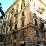 El edificio da a dos calles