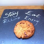 Welcome note and fresh made cookie