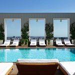 Skybar/Pool Area