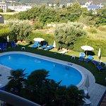 vista piscina sul retro dell'albergo