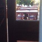 tables restaurant donnant direct sur la chambre