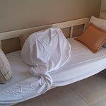 """Esta es la """"tercera cama"""" de las supuestas habitaciones triples. No tienen habitaciones triples"""