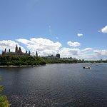 Panoramica sul fiume e sulla collina del parlamento