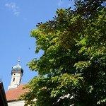 Blick auf die kleine Kirche hinter der SeePost