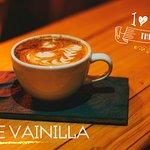 delicioso cafe latte vainilla con un toque de canela