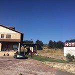 Vista de la entrada al Hotel Garabatos