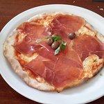 Pizza deliciosa de presunto