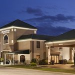 Country Inn & Suites Fayetteville - Ft. Bragg