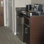 Microwave, Refrigerator, Coffee Area, Piinnacel Hotel at the Pier, North Vancouver, British Colu