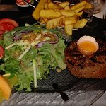 Tartare poelle maison super assiette super bien.garnie on mange pour sa fin accueil sympa restau