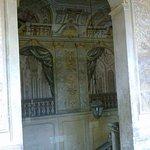 Palazzo Bianconcini, gli affreschi lungo le scale dell'entrata principale