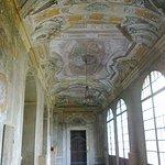 Palazzo Bianconcini, sala affrescata negli ambienti di ingresso