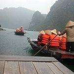 Pemandangan di Halongbai saat naik perahu