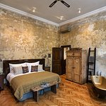 The Tinei Room, complete with gold bath