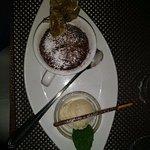 Schokoladensouffle mit Vanilleeis