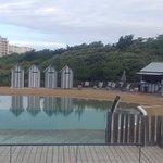 Petite piscine extérieure à l'abri du vent