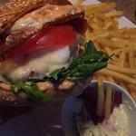 Burger mit Spiegelei und extra Mozzarella