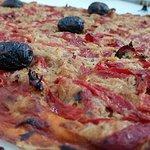 Coca ibicenca pimientos y atún / Pizza of Ibiza with tuna and peppers