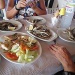 Rosada plancha, espetos de sardinas, boquerones fritos