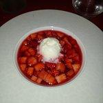 Tartare de fraises au sirop d'hibiscus