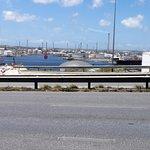 vista de la refineria desde el puente reina juliana
