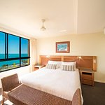 Seaview Jacuzzi Apartment