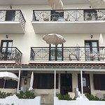 Photo de Vassilias Beach Apartments