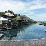 """Vista desde la parte """"vip"""" del hotel, donde se encuentran las habitaciones buenas con piscina in"""