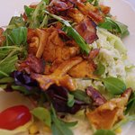 Salad with chanterelles, Love.