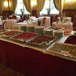 sala ristorazione con antipasti a buffet