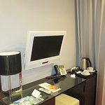 scrivania tv e bollitore