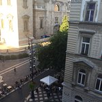 Excelente hotel las habitaciones con vista al marco de la plaza y la basílica son asombrosas ..