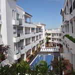 Vistas de las piscinas y exteriores de las habitaciones