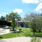 La Villa Sarah : le jardin, la piscine, l'ambiance des chambres