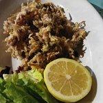 Antipasto a base di frittura mista di calamaretti