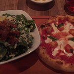 Famoso Neopolitan Pizzeria Foto