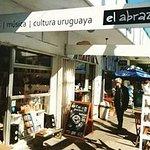 El Abrazo_Colonia Sacramento, UY.